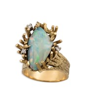 Opal and diamond ring sei in yellow gold