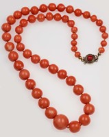 Graduated coral beads necklace