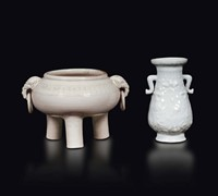Two Blanc de Chine, a vase and a censer, China, Qing  ...